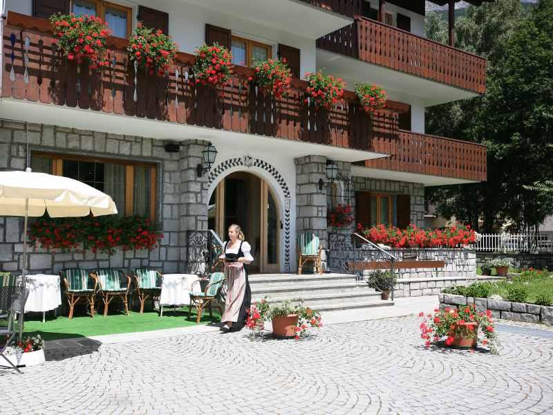 Meubl cima bianca bormio for Hotel meuble bormio